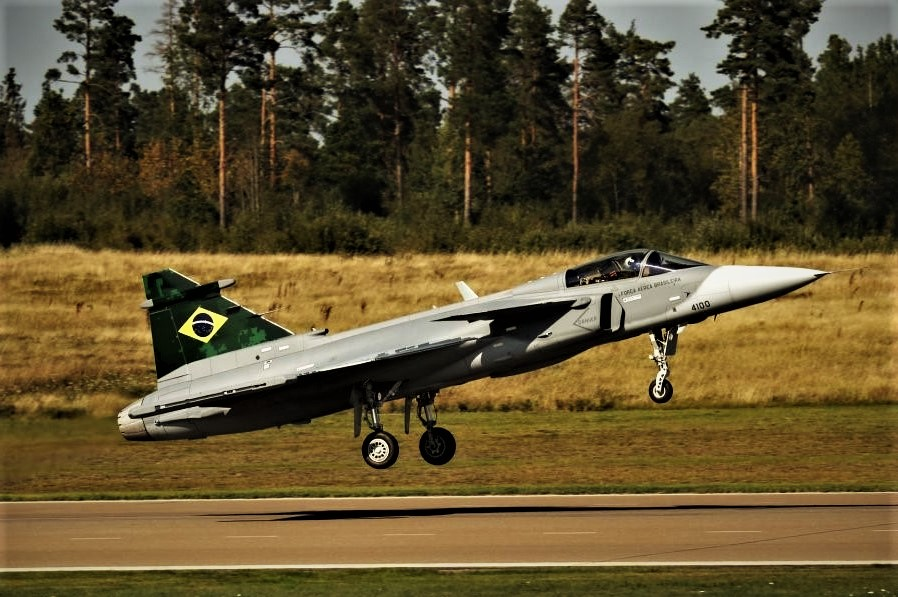 Os caças Gripen sequer voaram no Brasil e já venceram duas guerras no país