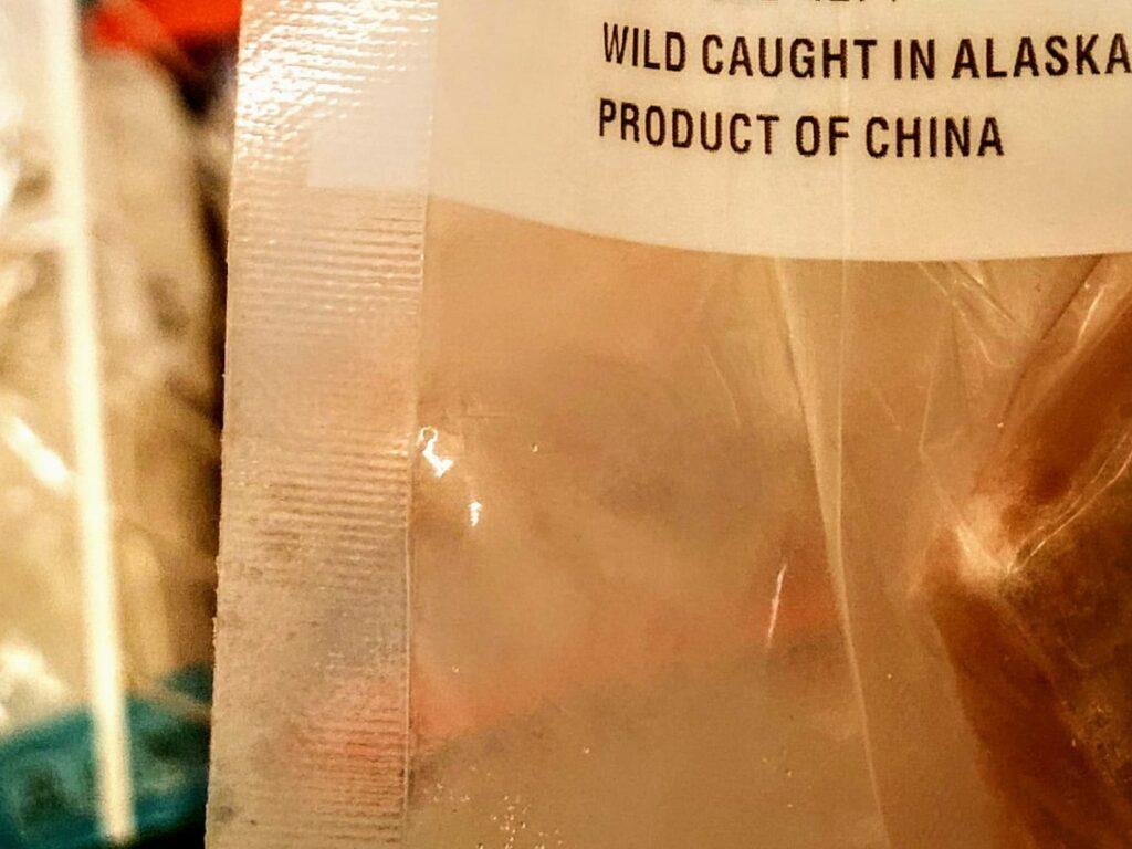 Salmão do Alasca made in China. Os americanos mordem essa isca